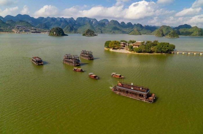 Đi du thuyền tại khu du lịch Tam Chúc
