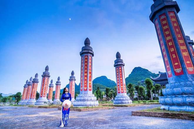 Vườn kinh trong khuôn viên quần thể du lịch tâm linh Tam Chúc