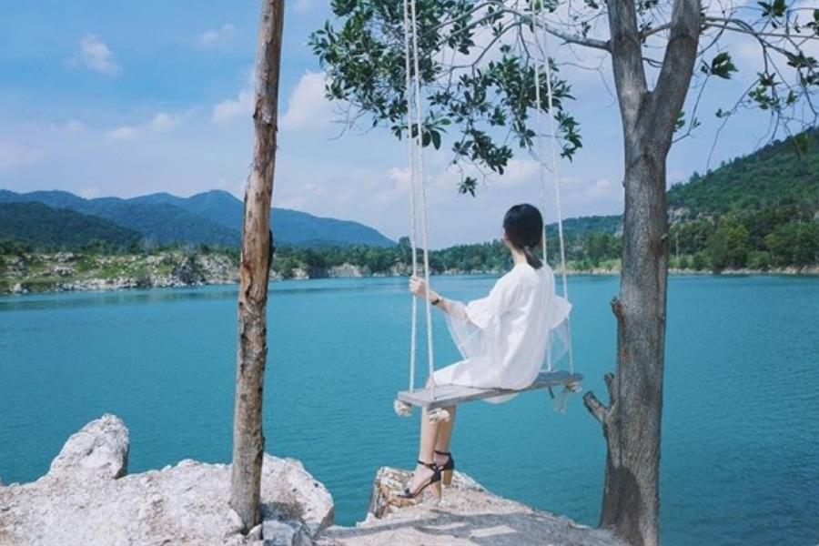 Hồ Đá Xanh