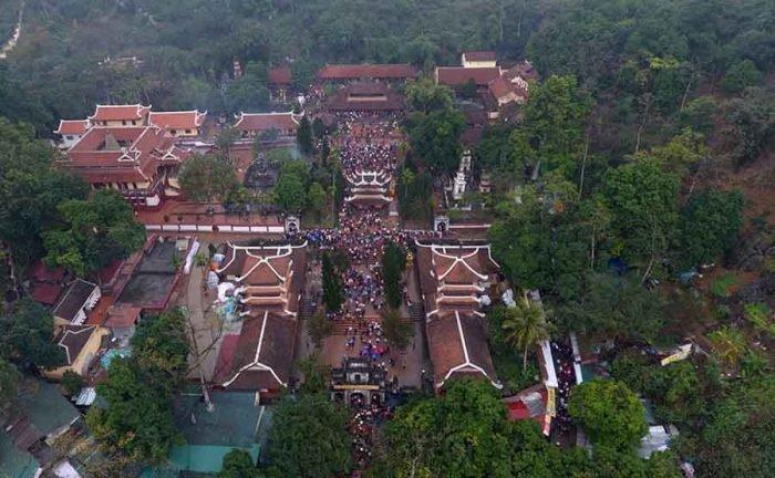 Toản cảnh chùa Hương