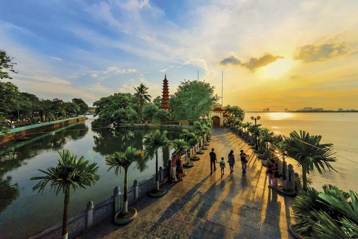 Chùa Trấn Quốc - ngôi chùa cổ nhất Việt Nam với hơn 1500 tuổi.