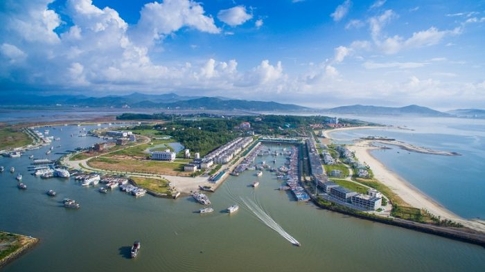 Đảo Tuần Châu nổi tiếng là hòn ngọc đẹp nhất của Vịnh Hạ Long