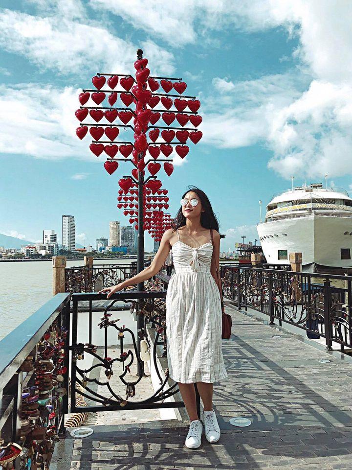 Du lịch Đà Nẵng nhất định đến cầu Tình yêu