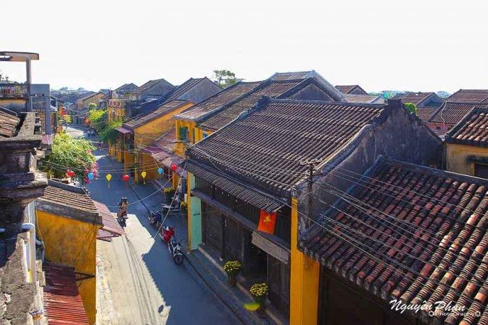 Những mái nhà lô xô trong phố cổ Hội An