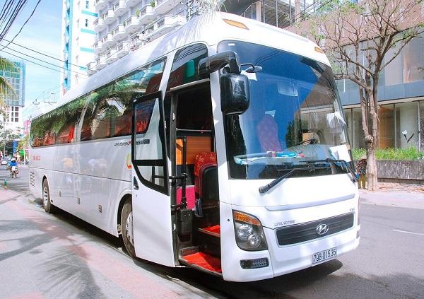 Phương tiện di chuyển du lịch Quảng Ninh rất đa dạng, phục vụ số lượng lớn hành khách