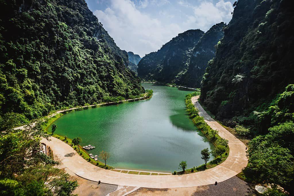 Hồ nước ở tuyệt tình cốc