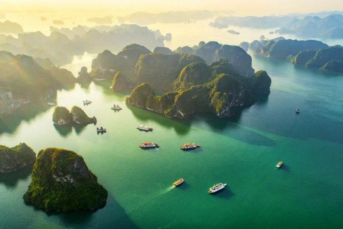 Vịnh Hạ Long- Quảng Ninh nổi tiếng với vô vàn cảnh đẹp nên thơ, trữ tình