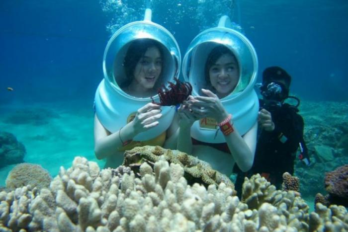 Đi bộ dưới biển