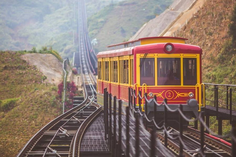 tàu hỏa leo núi fansipan