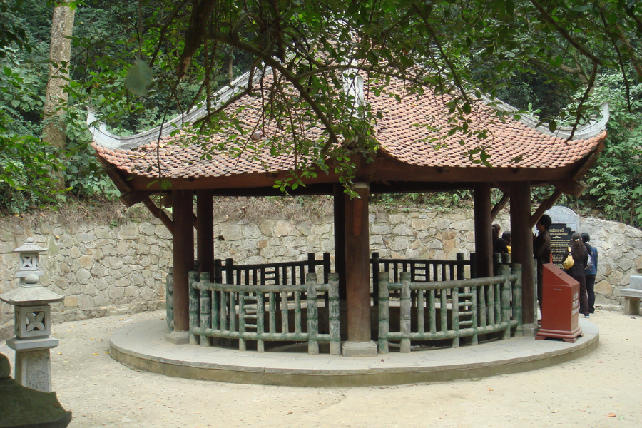 Đền Giếng - Mùng 10 tháng 3 âm lịch hàng năm là ngày Giỗ tổ Hùng Vương