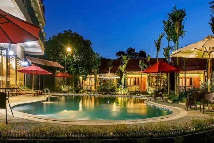 hồ bơi ngoài trời mát lạnh của Sunny House resort