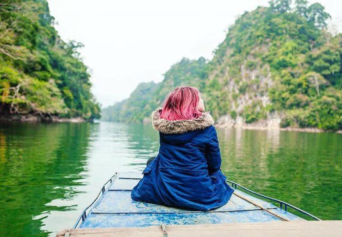 Đi thuyền ngắm cảnh