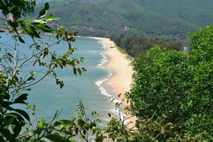 Bãi biển Quy Hòa có tiếng sóng vỗ êm dịu