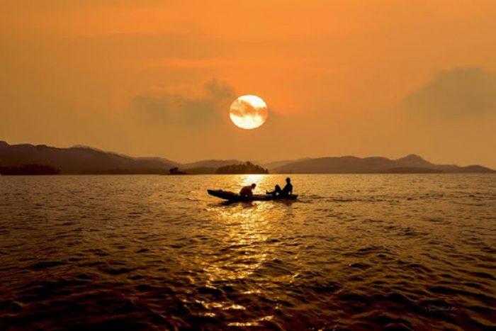 Cảnh đẹp mê hồn của hồ kẻ gỗ