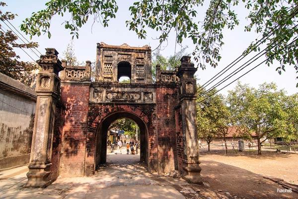 Cổng làng Thổ Hà