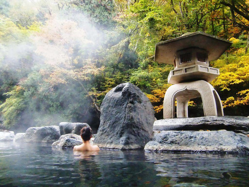 Ngâm chân, tắm suối khoáng nóng dành cho người già