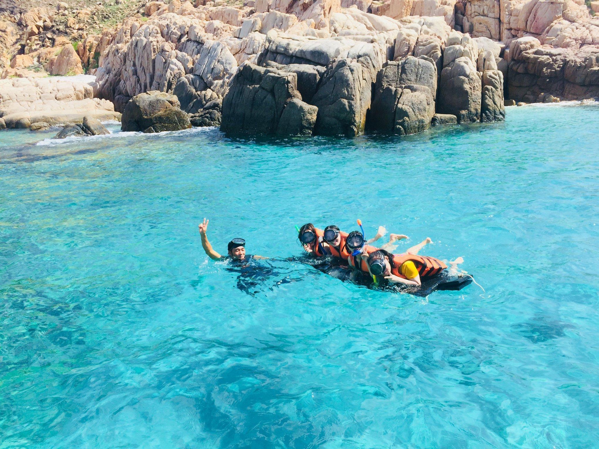 Tắm biển Vĩnh Hy