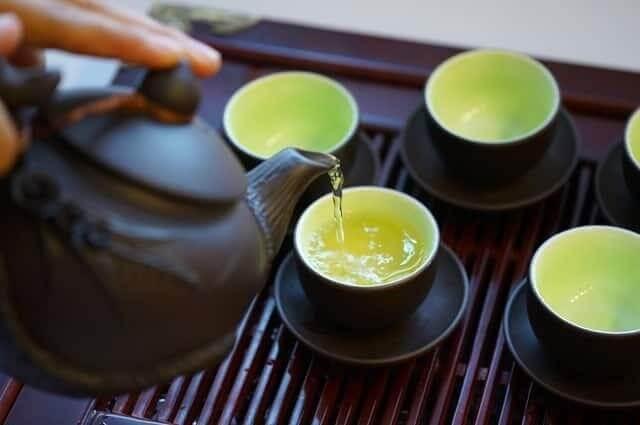 Rót trà và thưởng thức trà là một nghệ thuật