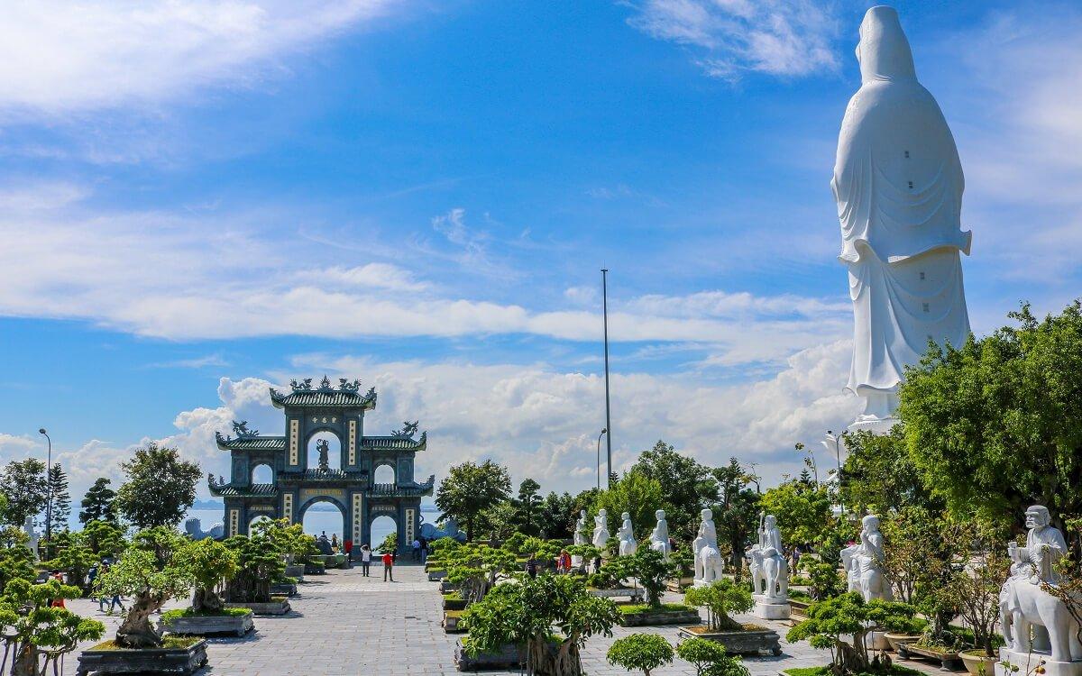 Chùa Linh Ứng Bãi Bụt trên bán đảo Sơn Trà