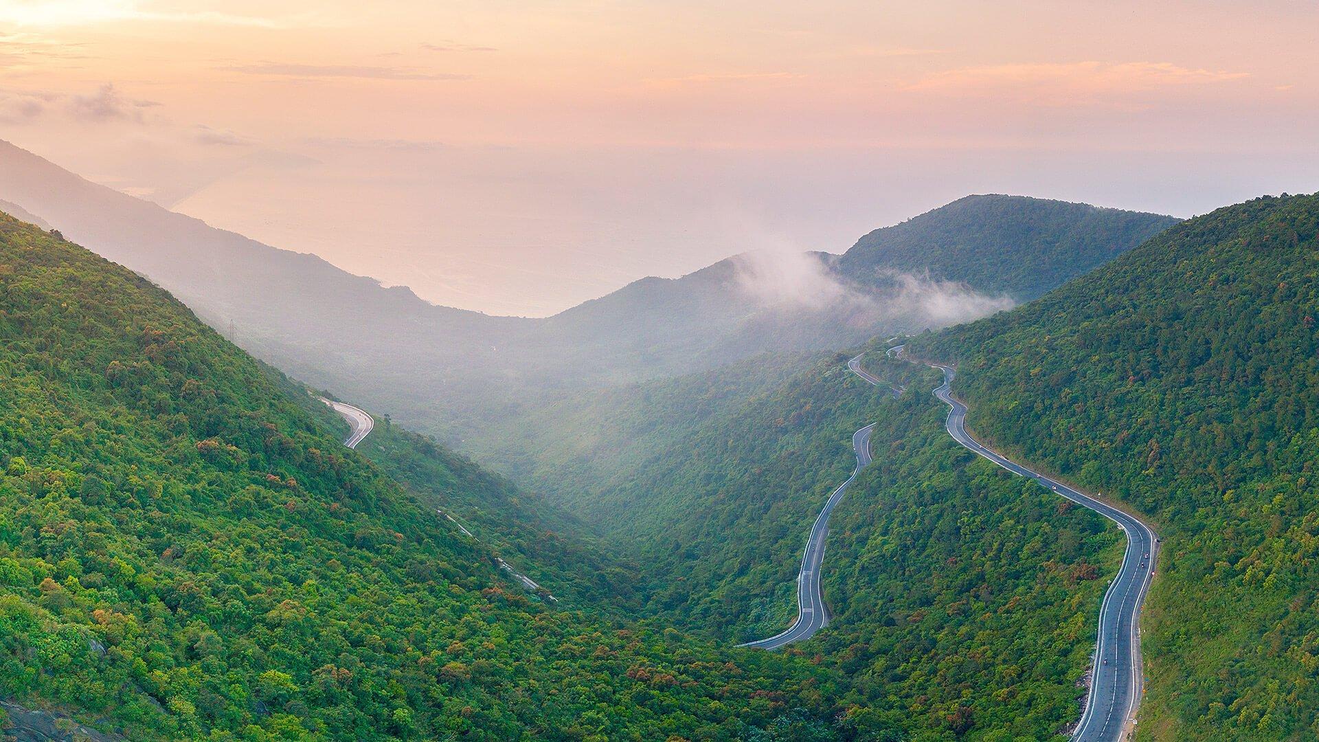 Chinh phục đèo Hải Vân – cung đường mạo hiểm và đẹp nhất Việt Nam