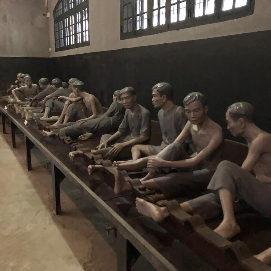 """Những khung cảnh """"rùng rợn"""" bên trong nhà tù Hỏa Lò"""