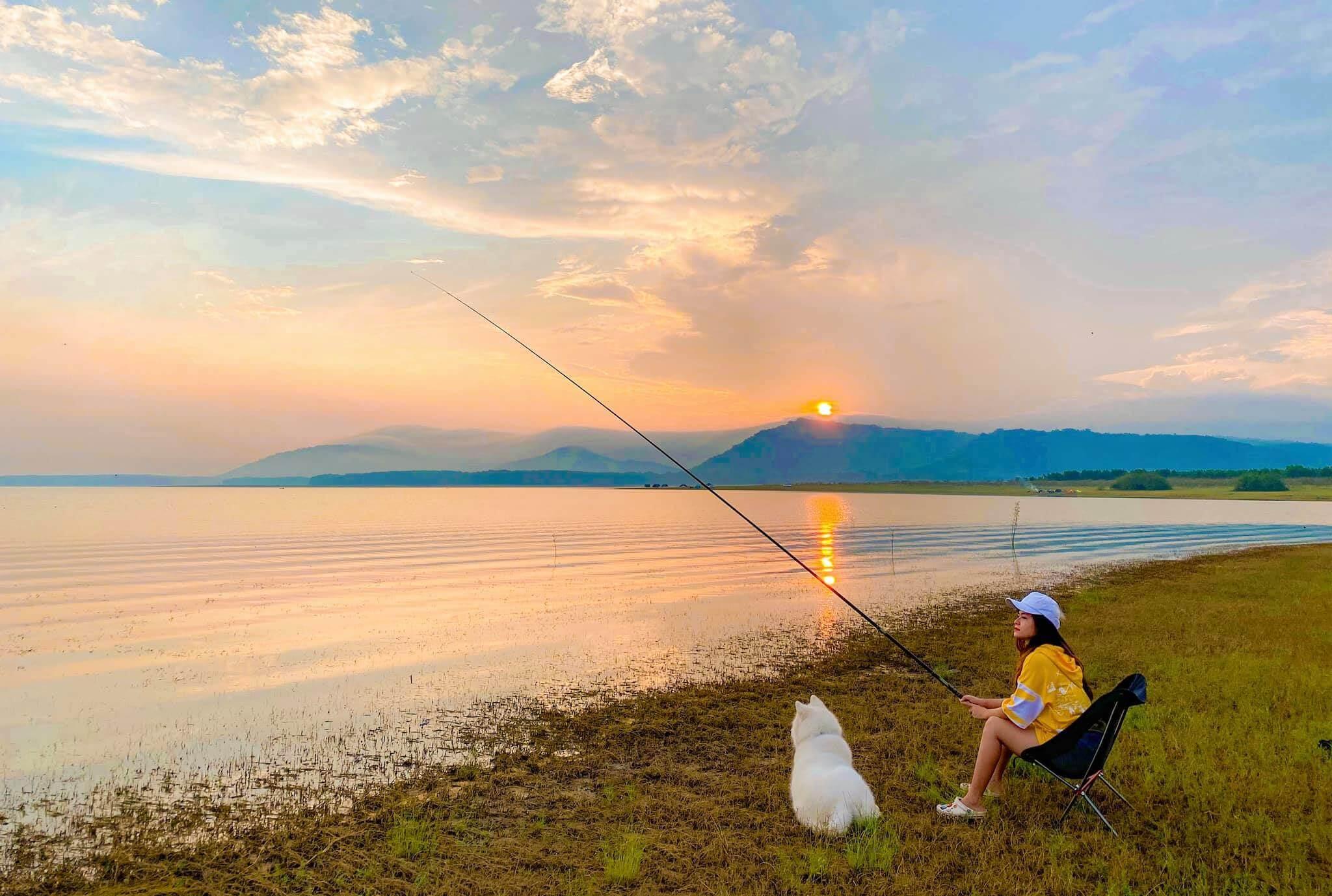 Câu cá tại hồ Dầu Tiếng
