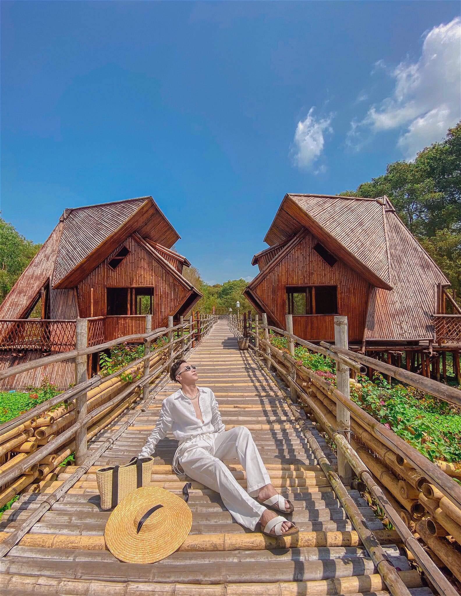 Check-in Hòn Trống Mái tại khu du lịch rừng tràm Trà Sư