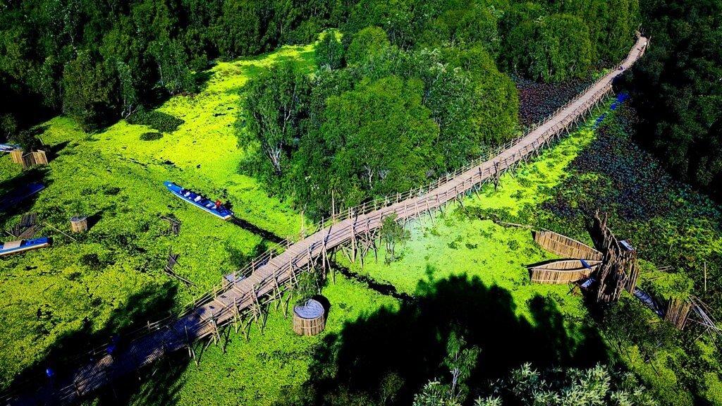 Chinh phục cây cầu tre xuyên rừng dài nhất Việt Nam
