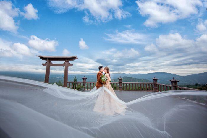 Chụp ảnh cưới tại cổng trời