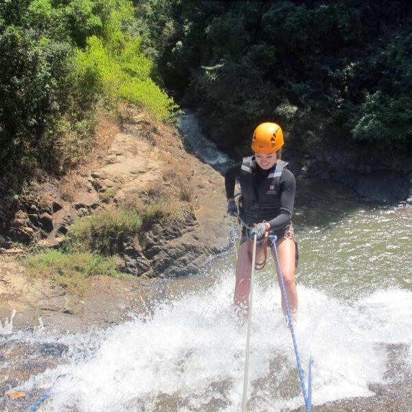 Đu dây vượt thác Datanla Waterfall