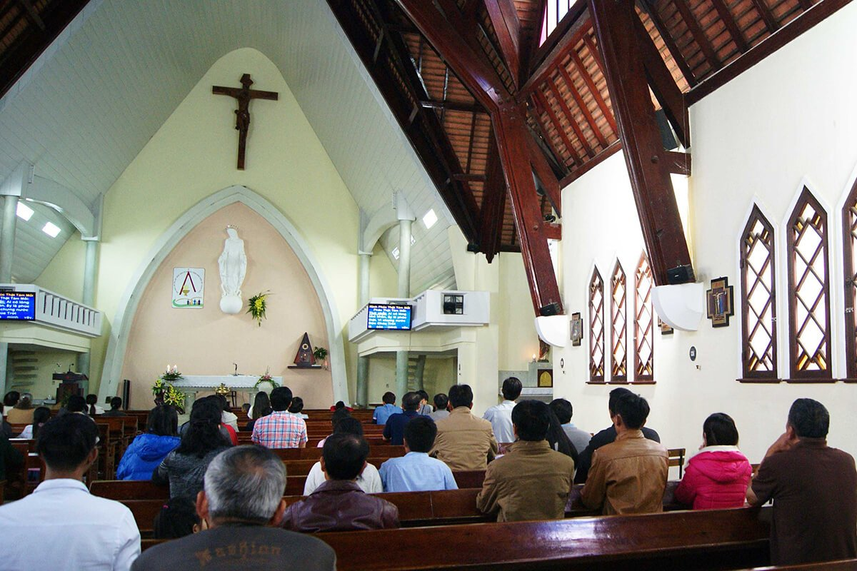 Ghé thăm nhà thờ Domaine De Marie